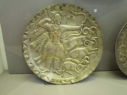 Персидское серебряное блюдо в чердынском музее